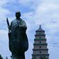 大雁塔と三蔵法師像
