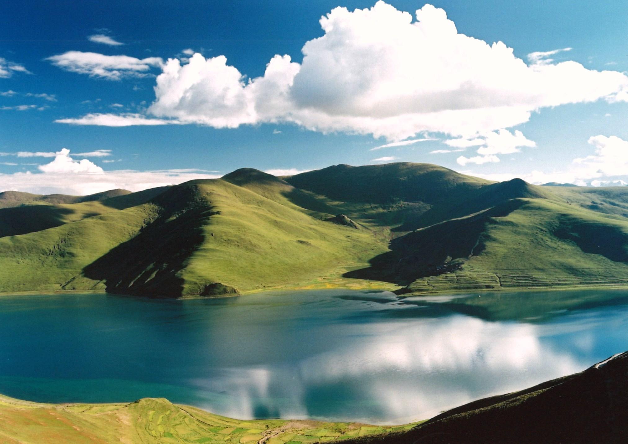 チベット-ヤムドク湖 チベット-ヤムドク湖 中国の世界遺産・名所 チベット自治区フォトライブラリ
